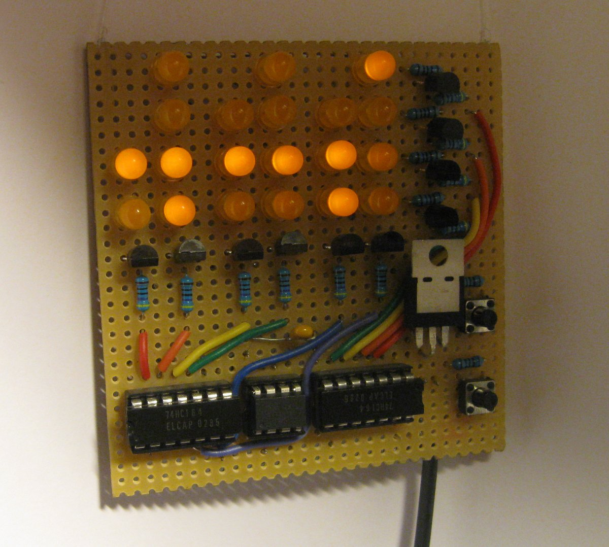 Binary clock (ATtiny85, shift registers) | libahunt ee